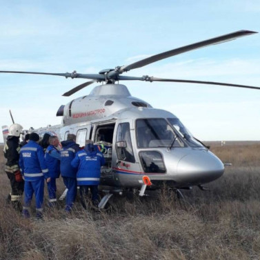 Выживших влобовом ДТП сКАМАЗом детей иженщину доставили вВолгоград вертолетом РВС