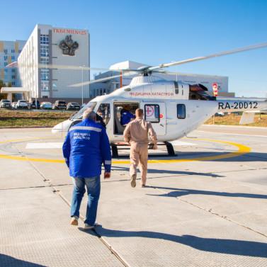 Медицинский вертолет Ансат экстренно доставил ребенка в 25 ЦРБ в Волгограде