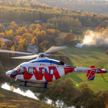 Вертолет санавиации эвакуировал упавшего с крыши в Московской области